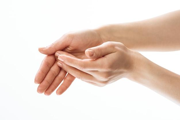 Handen crème massage huidverzorging close-up gezondheid lichte achtergrond