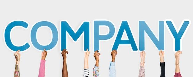 Handen die blauwe brieven steunen die het woordbedrijf vormen