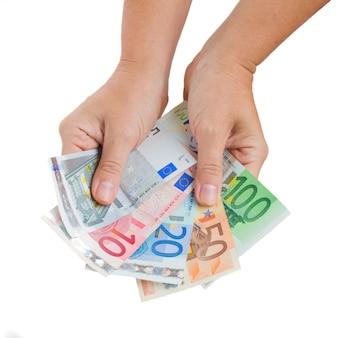 Handen die euro geïsoleerd geld geven