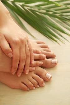 Handen en voeten van een vrouw