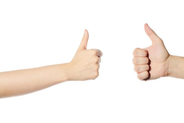 Handen met duim omhoog signaal. man en vrouw handen als symbool, geïsoleerde witte achtergrond. super gebaar bevestiging.