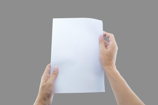 Handen met papier blanco formaat voor briefpapier.