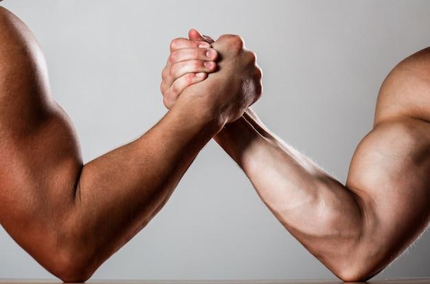 Handen of armen van mannen