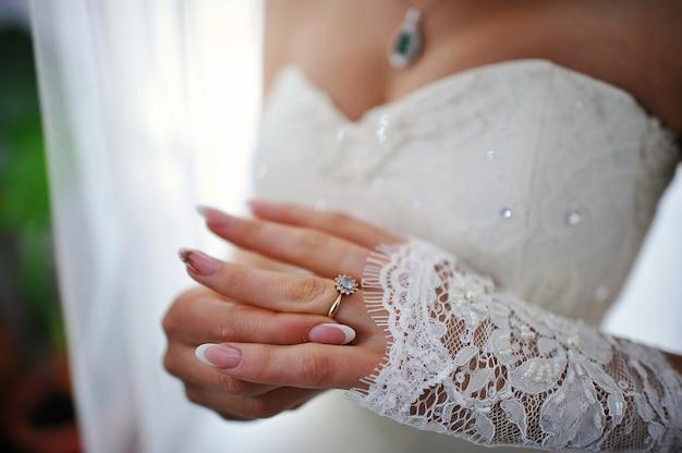 Handen van bruid met ring