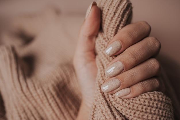 Handen van de bruid