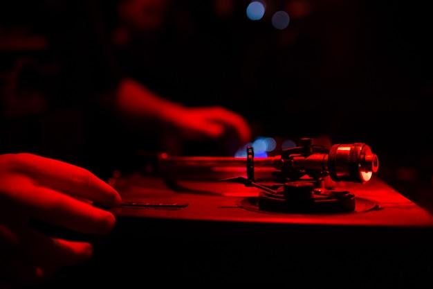 Handen van dj