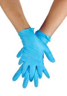 Handen van een dokter die blauwe latexhandschoenen draagt