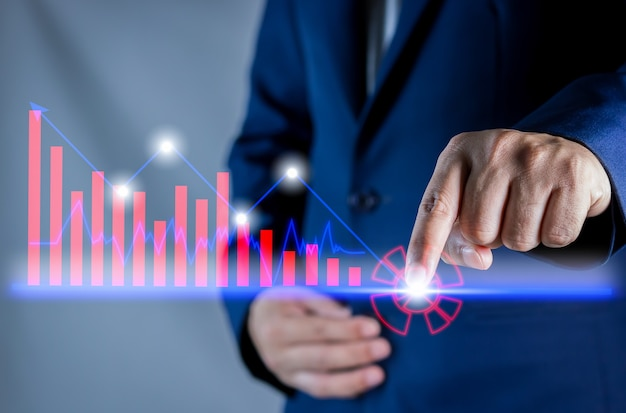 Handen van zakenman met financiën bankingshartstock markt op kandelaargrafiek