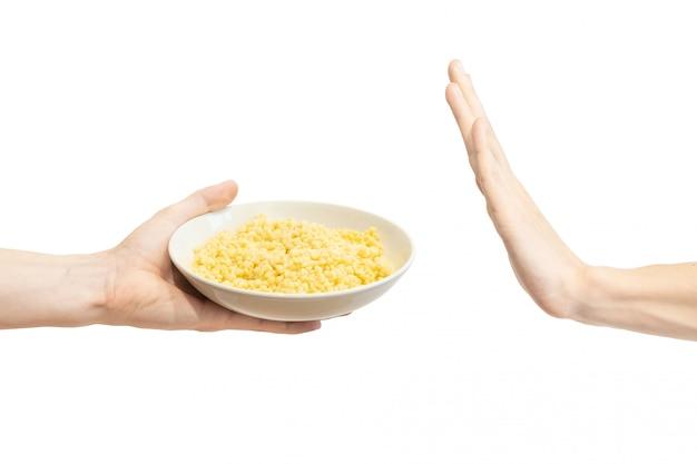 Handgebaar om voorstel te weigeren om israëlische couscous te eten.