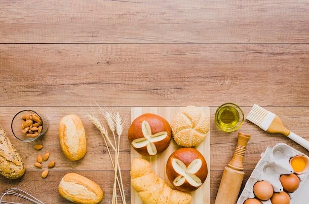 Handgemaakt brood met ingrediënten en gebruikskeuken