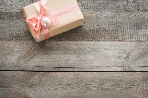 Handgemaakt cadeau met roze decor,