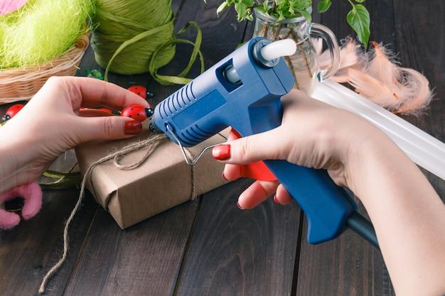 Handgemaakt met hotmelt-pistool
