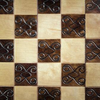 Handgemaakt schaakbord, close-up, bovenaanzicht, mooie tekening op hout