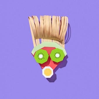 Handgemaakt van gezicht kleurrijke papier man gemaakt van papercraft fruit op een paarse achtergrond met schaduwen, kopieer ruimte. veganistisch gezond eten.