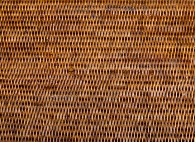 Handgemaakt wevende rotan mandjes. de thaise achtergrond van de aardtexturen van het traditiebamboe.