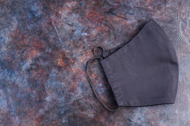 Handgemaakt zwart beschermend masker
