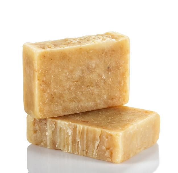 Handgemaakte biologische zeep van natuurlijke producten.