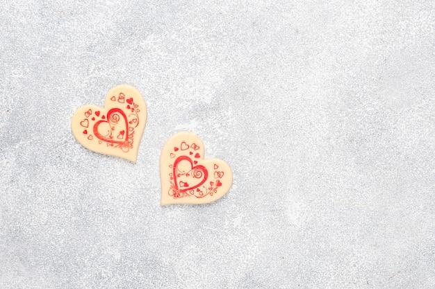 Handgemaakte hartvormige chocolaatjes.