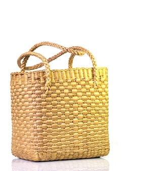 Handgemaakte mand gemaakt van waterhyacint afkomstig van lokale wijsheid die uniek is op een wit