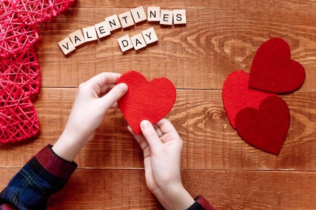 Handgemaakte vilten valentijnskaart. valentijnsdag geschenk.