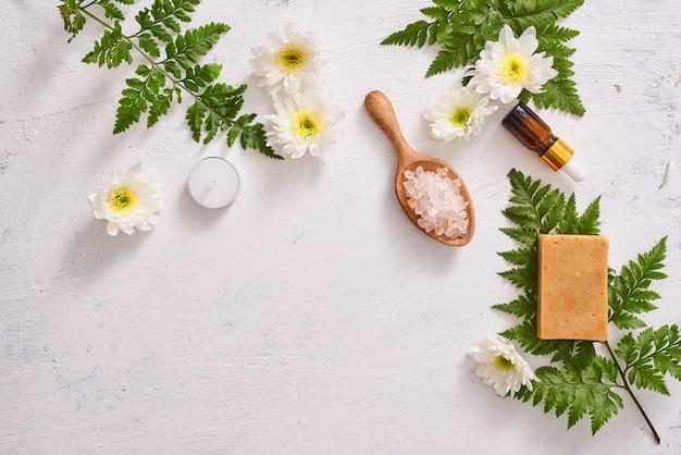 Handgemaakte zeep close-up. natuurlijke zeep maken. zeep bars close-up. spabehandelingen, huidverzorgingsconcept