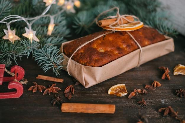 Handgemaakte zelfgemaakte snoepjes op een achtergrond van kerstmis. koken. versteviging