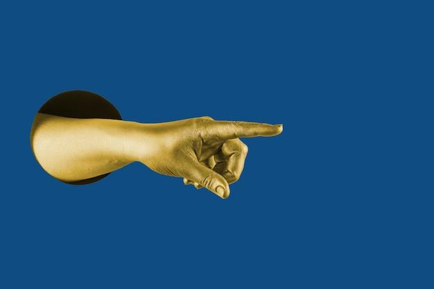 Handgeschilderd in goud toont verschillende gebaren en symbolen vanuit het gat