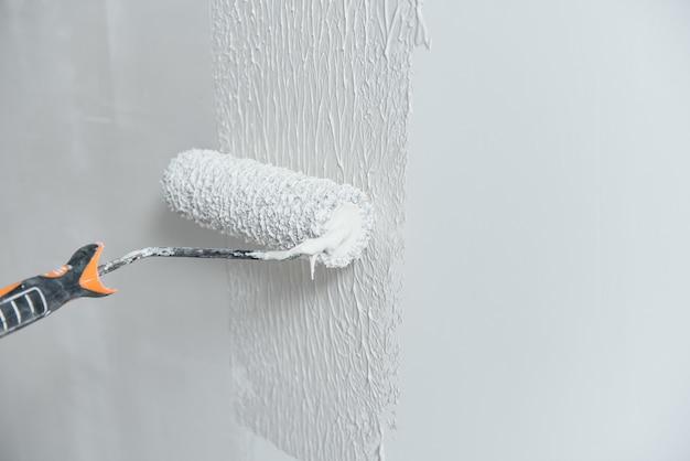 Handgeschilderde muur in grijs