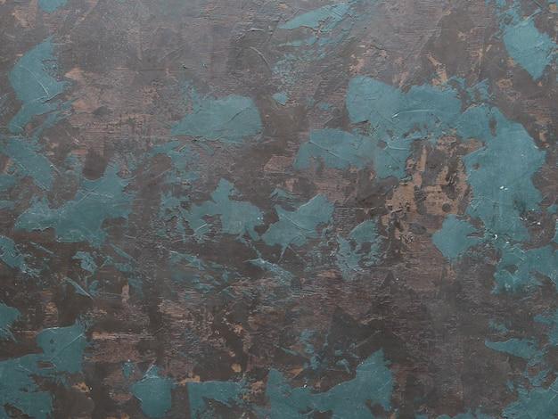 Handgeschilderde zwarte achtergrond abstracte olieverf canvas met blauwe, bruine en groene penseelstreken.