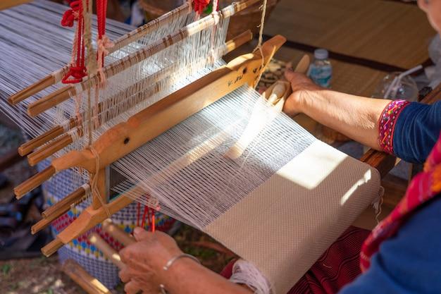 Handgeweven weven van inheemse tai-tai we hebben de weefcultuur geërfd