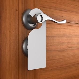 Handgreep met label en houten deur. 3d illustratie