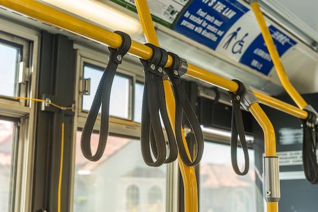 Handhouders in metro trein / bus
