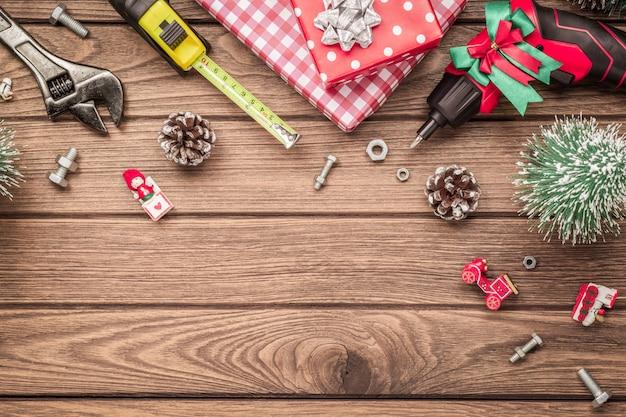 Handige bouwhulpmiddelen op de achtergrond van de kerstmistijd