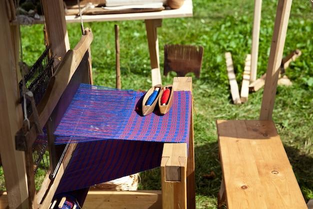 Handmatige weefgetouwmachine in de oudheid
