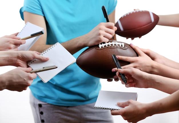 Handtekeningen door american football-ster geïsoleerd op witte ruimte