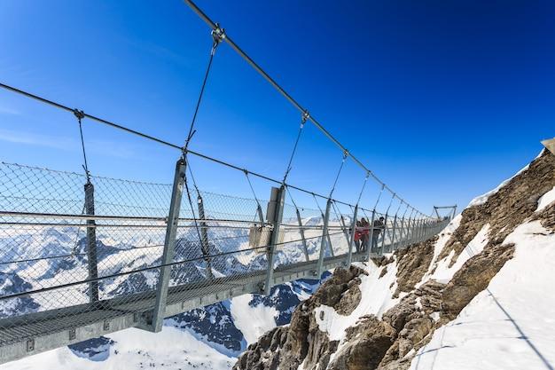 Hangbrug op de titlis-berg.