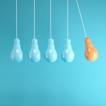 Hangende gloeilampen met gloeiend één verschillend idee op lichtblauwe achtergrond