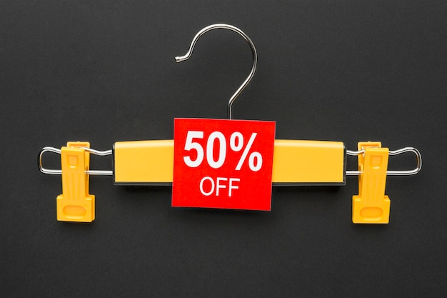 Hanger met verkoop label cyber maandag concept