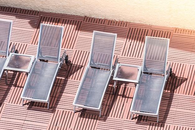 Hangmatten geplaatst in een rij