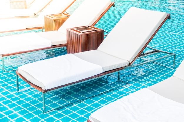 Hangmatten in een spa met een houten kisten