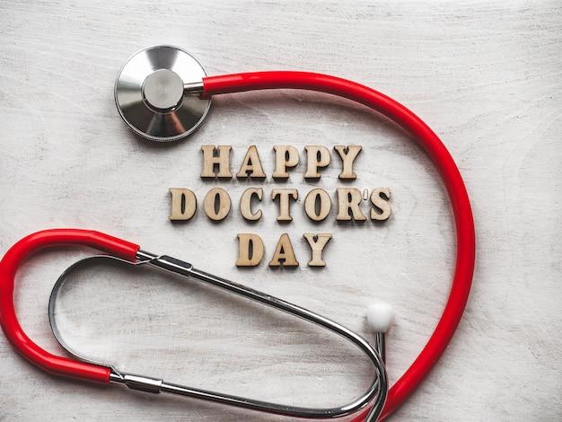 Happy doctor's day. mooie wenskaart. geïsoleerde achtergrond