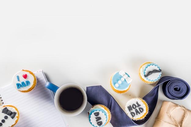 Happy fathers day met cupcakes en geschenken