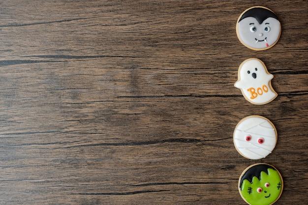 Happy halloween-dag met grappige cookies ingesteld op houten tafel achtergrond. trick or threat, hallo oktober, herfstherfst, feestelijk, feest- en vakantieconcept