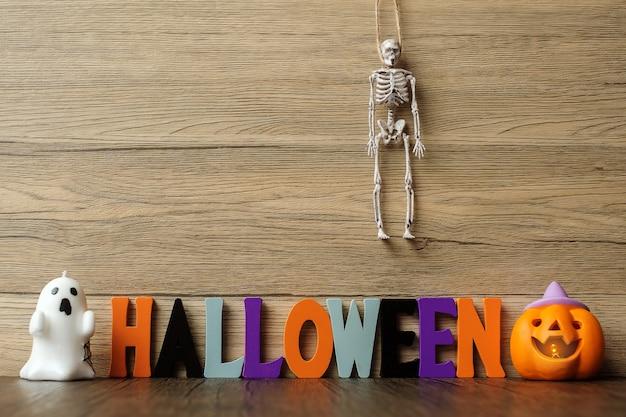 Happy halloween-dag met spook, pompoen, kom en decoratief. trick or threat, hallo oktober, herfstherfst, feestelijk, feest- en vakantieconcept