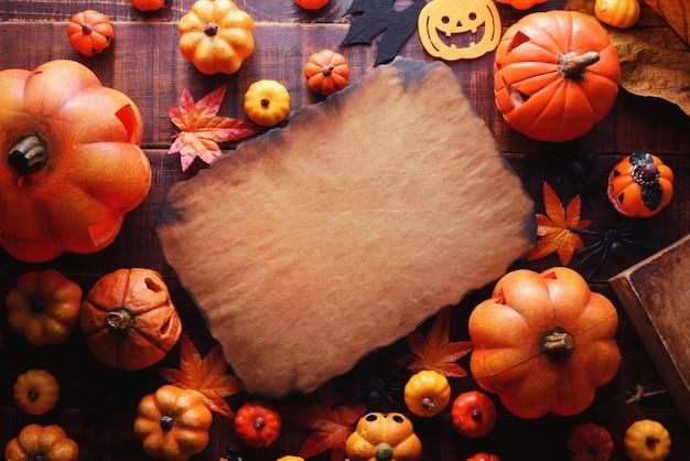 Happy halloween decoratie concept en frame papier bovenaanzicht met kopie ruimte.