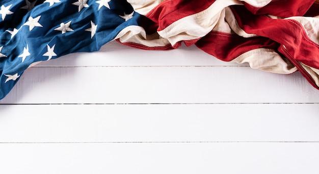 Happy independence day, 4 juli. amerikaanse vlaggen met kopie ruimte.