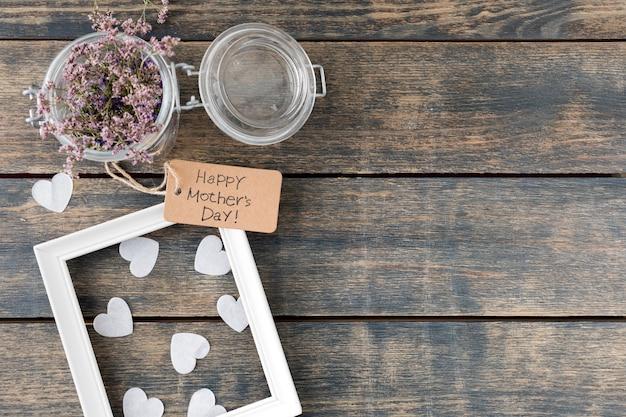 Happy mothers day inscriptie met bloemen in blik en frame