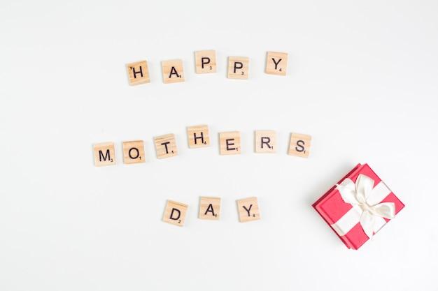Happy mothers day inscriptie met geschenkdoos