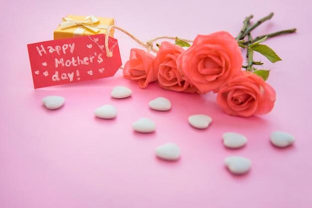 Happy mothers day inscriptie met rozen en harten