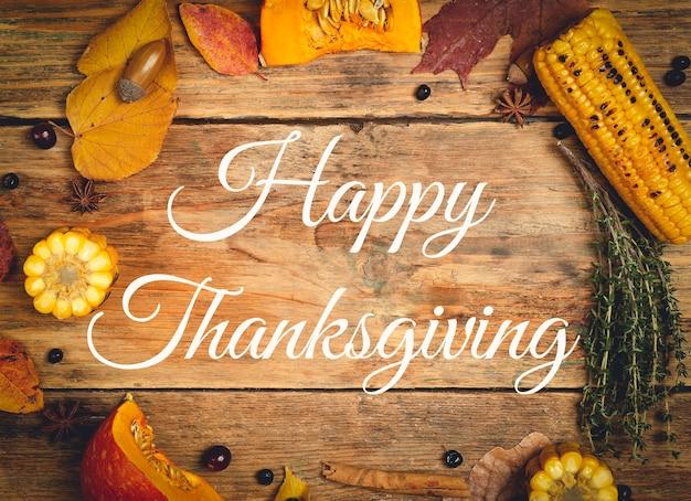 Happy thanksgiving belettering op een feestelijk diner achtergrond voedsel tafel achtergrond met herfst seizoen...